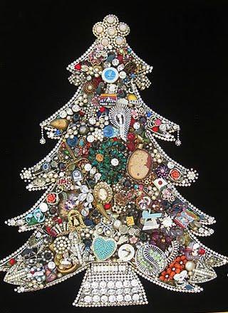 елка своими руками из бижутерии, Поздравляем С Новым Годом и Рождеством, Готовимся к Новому Году, украшаем дом на новый год, украшаем дом на новый год, как нарядить елку, как украсить новогоднюю елку, новогодняя елка фото, необычные елки, как красиво украсить елку, как украсить елку, необычная елка своими руками